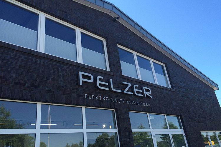 Das Unternehmen Pelzer Gebäude Außenansicht